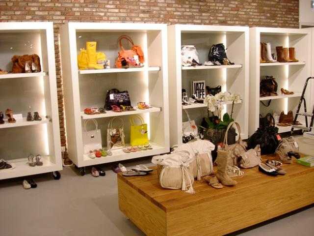 Interieur winkel domburg prekon nieuwbouw renovatie for Interieur winkels